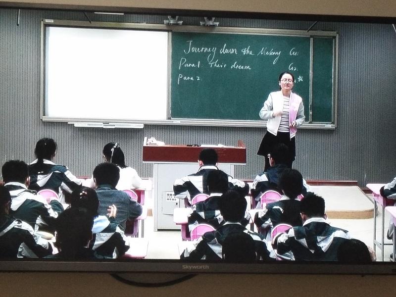 """10月27日下午,""""王琼名师工作室""""英语同课异构活动在蚌埠一中录播教室"""
